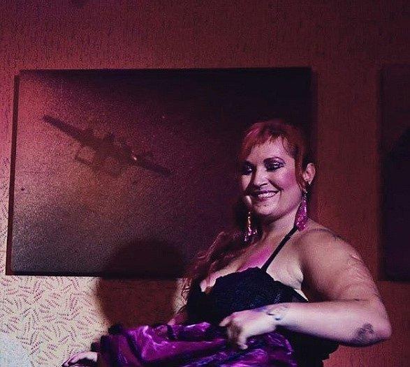 Součástí burlesky jsou kostýmy, které se musí líbit hlavně majitelce.