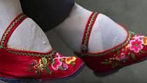 Maličké nožky byly známením krásy u bohatých Číňanek.