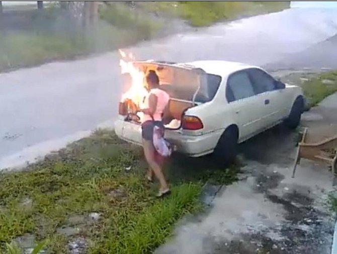 A nebo to auto můžete rovnou zapálit.