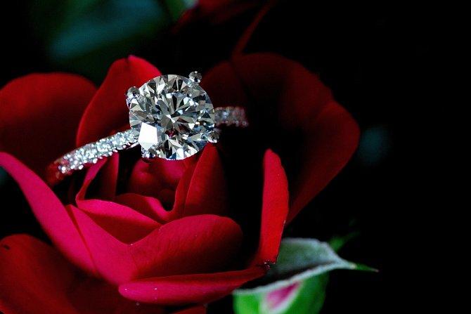 Ještě dražší než zlato je diamant. Stejně tak vzácná je diamantová svatba po 60 letech od sňatku.