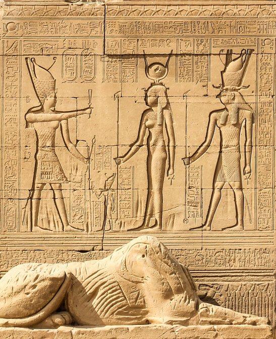 Egypt - znázornění Kleopatry (uprostřed)