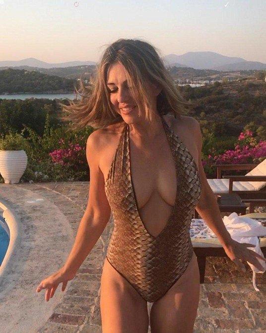 Elizabeth Hurley: Je jí přes padesát a nedá pokoj. Nejraději pózuje téměř nahá!