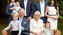 Měsíc stará fotka ze 70. narozenin prince Charlese. Louis tehdy ještě tolik Katiných rysů neprojevoval.