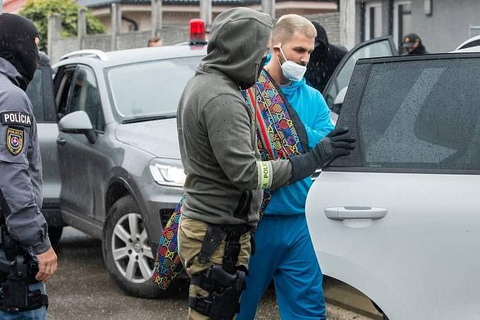 Policie zatkla celkem patnáct lidí, mezi nimi nechyběl manžel Plačkové, René Strauzs