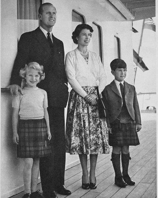 Anne Mountbatten-Windsor s rodiči