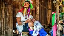 V Barmě odebírají ženám kruhy kolem krku.