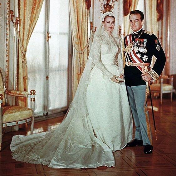 Herečka Grace Kelly v roce 1956 pojala za chotě monackého prince, což z ní udělalo princeznu Monaka.