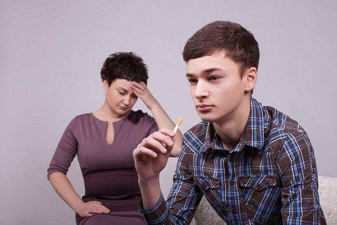 Dítě může být náhle vzdorovité až agresivní, na domluvu nereaguje.