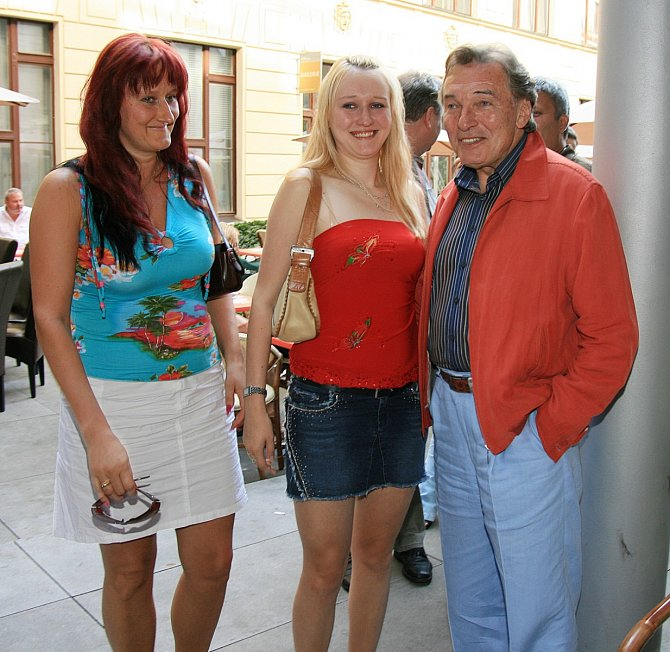 Karel Gott s Ivetou Kolářovou a jejich dcerou Lucií