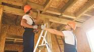 Klesá i počet staveb započatých svépomocí.