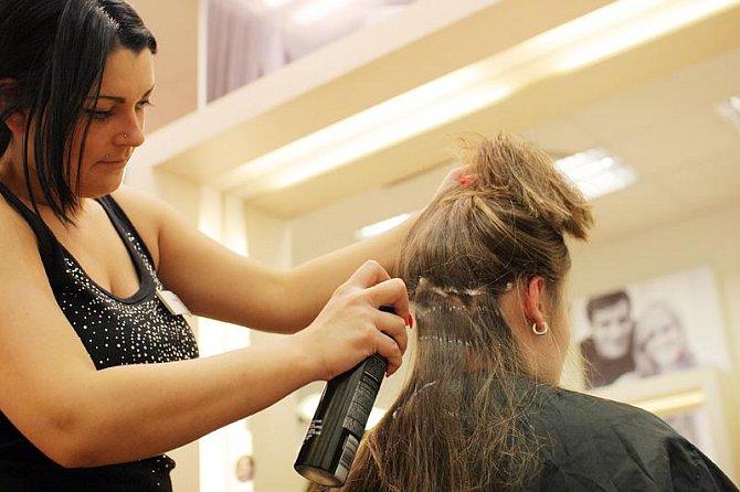 Vlasy mají pěknou barvu od přírody, proto Romana chemii vůbec nepoužila. Byla by to prý věčná škoda.