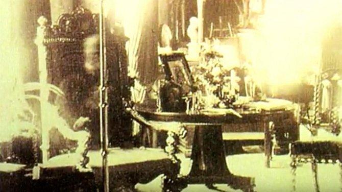 Fotografie focená pár dní po smrti pana Wellsleyho, který každý den sedával ve svém křesle