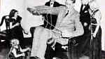 Robert Pershing Wadlow - nejvyšší muž světa měřil před svou smrtí 2,71 m. Trpěl nemocí, která způsobila, že se mu vlastně růst zastavil až v momentě smrti. Robertovi se špatně chodilo, musel používat hole. Několik let strávil v ...