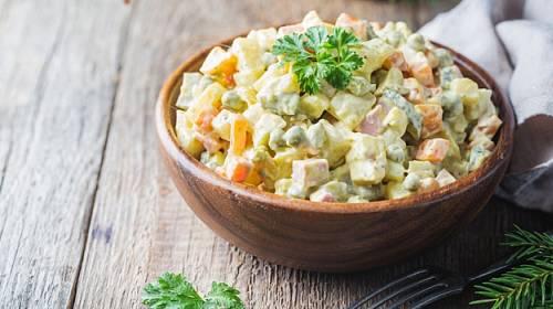 Každý má svou tajnou recepturu bramborového salátu