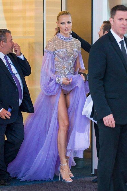 Další ukázka kalhotek v podání modelky Natashy Poly.