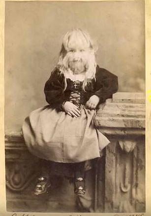 Alice vystupovala jako Dítě jehně od svých dvou let.