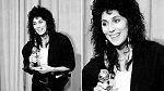 Cher v roce 1984 byla kritizovaná za to, že část jejího modelu připomíná pouzdro na zbraň.