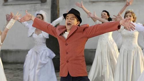 <p>Jirkovy taneční kreace ve filmu V peřině</p>