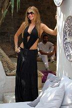 Sofia Vergara vypadá fámozně a přitažlivě, i když ve finále moc ze své nahé kůže neukazuje.