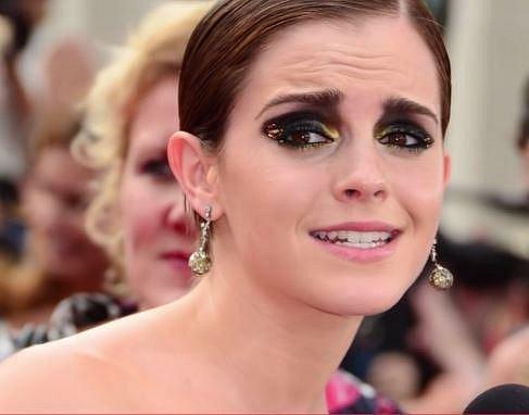 Emma Watson - je něžní děvče dobrých mravů a tak by to také mělo zůstat! Černá, zlatá na její oči nepatří!