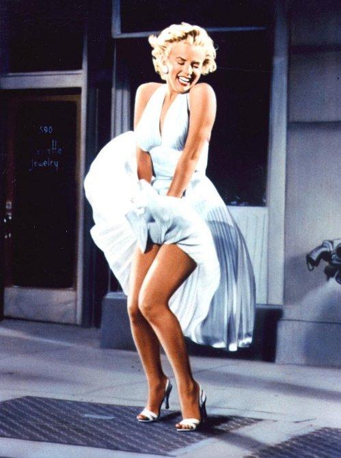 5. Co možná nevíte je, že Marilyn Monroe koktala. V dětství a pubertě se potýkala s touto vadou řeči, která však poté, co trochu vyrostla, sama zmizela. Ovšem, ve stresových situacích začala koktat i v dospělosti.