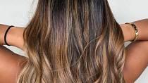 Působí velice přirozeně a je pro vlasy daleko šetrnější.