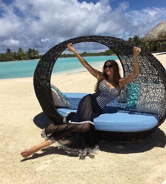 Na pláži letos Nový rok přivítá herečka Sofia Vergara, která je v luxusním resortu s celou svou rodinou už od Štědrého dne a zároveň zde také oslavili čtyřicátiny manžela Joea Manganiella.