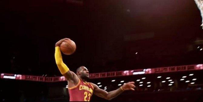 LeBron James je hvězda NBA. Kariéru měl rozjetou už na střední škole.