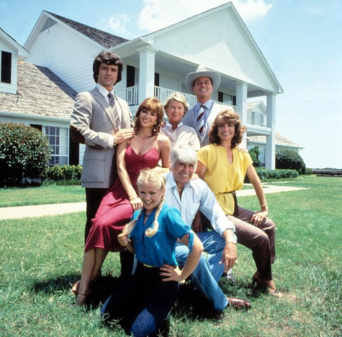 Jak vypadají a žijí herci ze seriálu DALLAS po 35 letech. Někteří jsou k nepoznání!