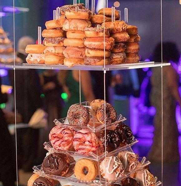 Hosté měli široký výběr dobrot z dílen vyhlášených kuchařů i cukrářů.
