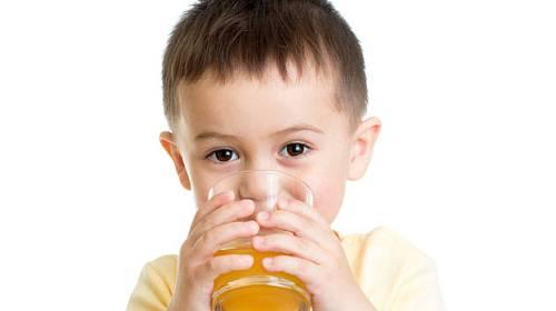 České děti trpí dehydratací, naučte je pít!
