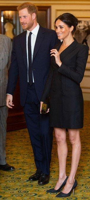 S mini délkou si vévodkyně Meghan hlavu neláme.