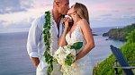 Dwayne Johnson s manželkou Lauren, kterou si vzal letos na Havaji.
