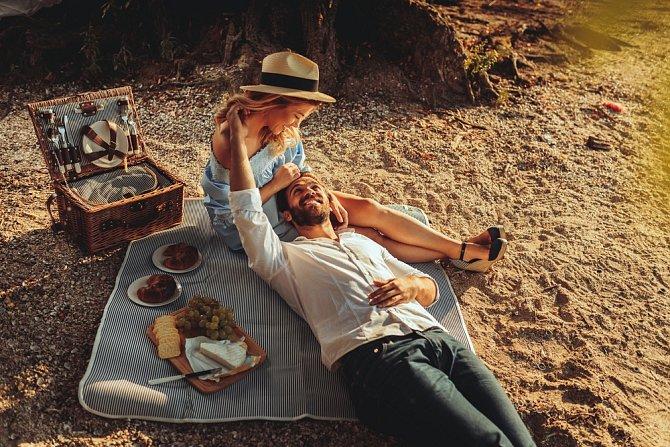 Pokud vás už omrzel sex v manželské posteli, zkuste si ho užít někde jinde.