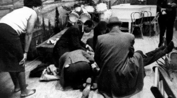 Malcolm X ihned po atentátu.