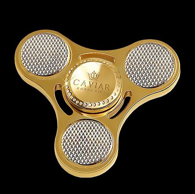 Fidget spinner - 999 000 rublů: Nedávno velmi oblíbená hračka pro děti i dospělé je vyrobena ze zlata a platiny.