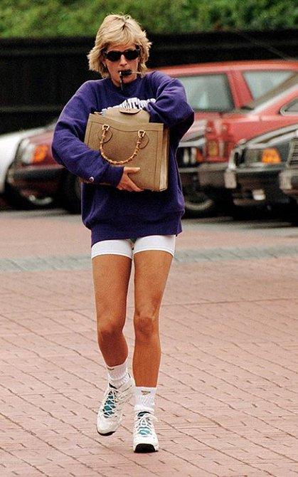 Princezna Diana se ve volném čase oblékala podle svého a na královská doporučení nebrala ohledy.