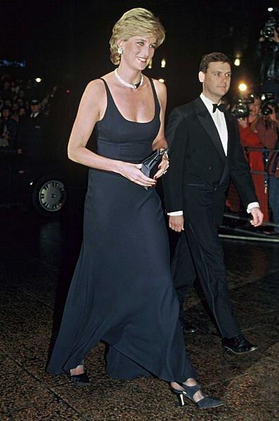 Princezna Diana byla krásná a upjatý protokol nebyl nic pro ni.