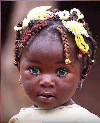 Hnědozelené oči jsou u černochů jsou méně vzácné než modré