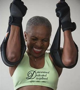 Ernestine Sheperd - Tato dáma je celosvětově známá jako nejstarší kulturistka a vzpěračka na světě. Dokonce má na svém kontě několik rekordů ve vzpírání z loňského i letošního roku. A teď se podržte, Ernestině je 80!