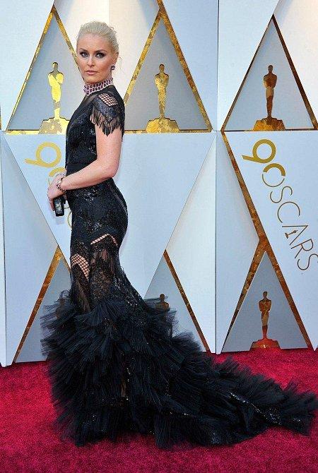 Lindsey Vonn ještě před pár dny usilovala o medaili na olympiádě, na Oscarech ukázala, že se umí obléci i za dámu. Ovšem i lyžařská kombinéza je sluší.