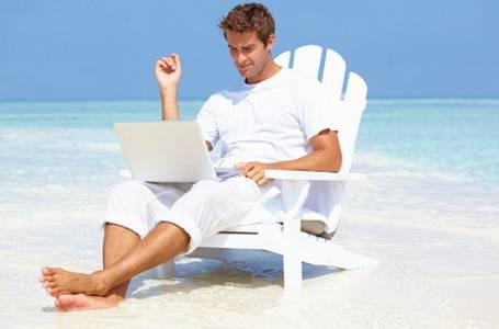 Příběh Nory: Přítel zkazí každou dovolenou. Tahá sebou notebook. Je nemocný?