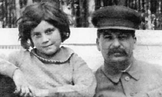 Stalin s dcerou Světlanou