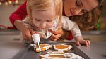 Zaměstnejte děti a přizvěte je k vánočním přípravám.
