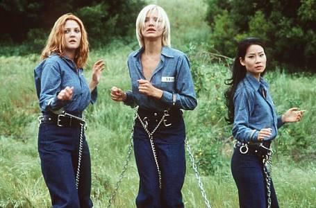 Cameron Diaz, Drew Barrymore a Lucy Liu jako Charlieho andílci.