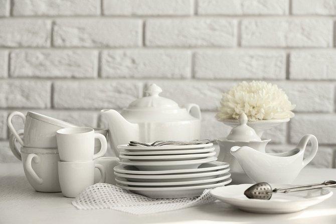 Po 20 letech manželství často dosluhuje nádobí z výbavy a je čas na nové. Zřejmě právě proto se slaví porcelánová svatba.
