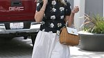 Reese Witherspoon nemá ráda módní výstřelky a sází na jistotu. I tak je její šatník hravý.