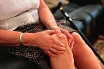 Artróze kolen, ale i jiných kloubů můžete zabránit a nebo zpomalit správným jídelníčkem.