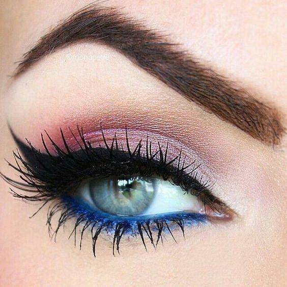 Barva na horním víčku s okem kontrastuje, barva na spodním víčku naopak ladí.