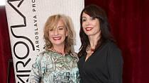 V době, kdy se nikam příliš nespěchá a práce pro herce není moc, začaly Nela Boudová a Sandra Pogodová s pravidelným otužováním